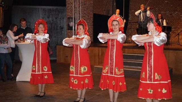 spectacle de danseuse russe, fête du personnel