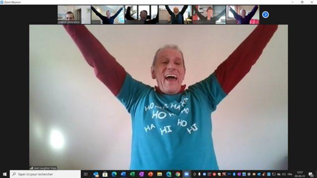 séance de yoga du rire pour un teambuilding en ligne