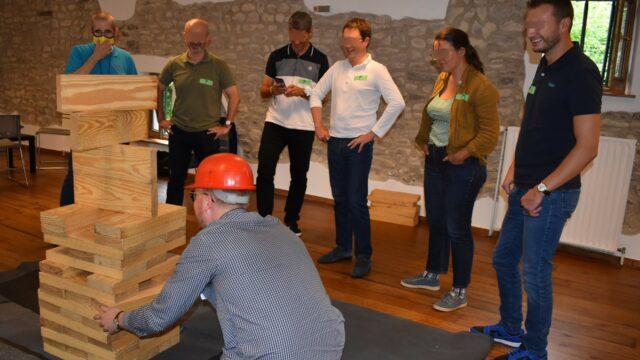 organisatie van spellen door het evenementenbureau Frajlick Celebration voor de teambuilding van een bedrijf